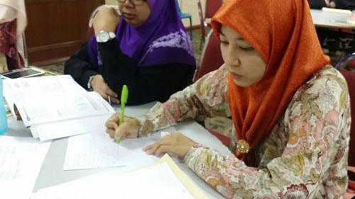 Mdm Azlin constructing exam items